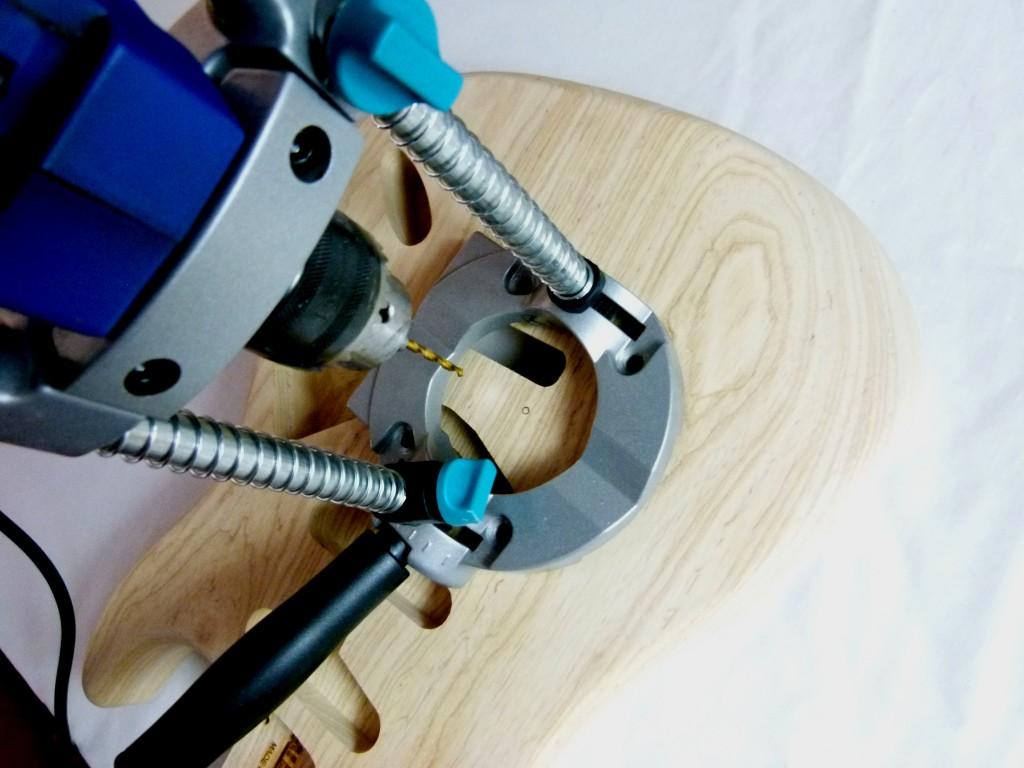 Perçage des points d'ancrage du vibrato sur une Stratocaster