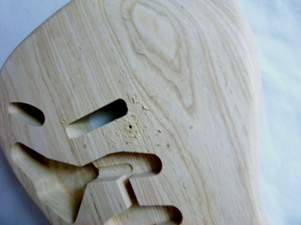 Perçage du point d'ancrage supérieur d'un vibrato sur une Stratocaster