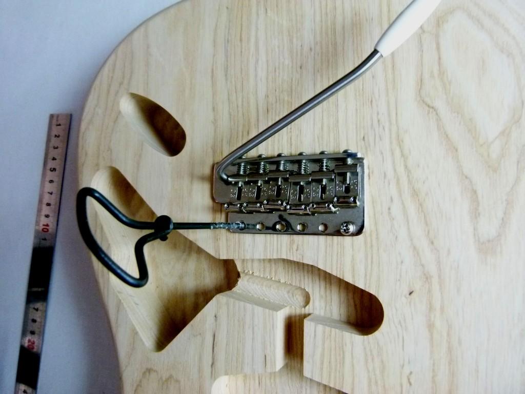 Repérage du point d'ancrage inférieur d'un vibrato sur une Stratocaster