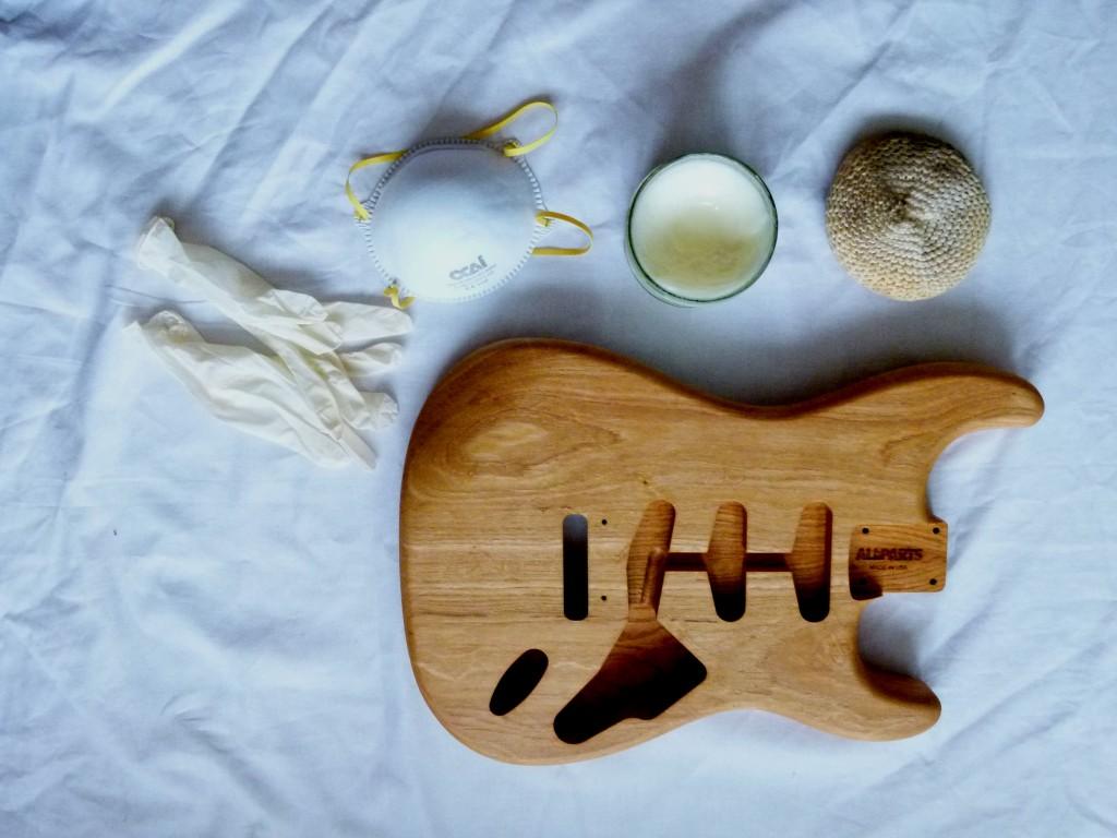 Cire d'abeille à l'essence de thérébentine pour application sur un corps de Stratocaster