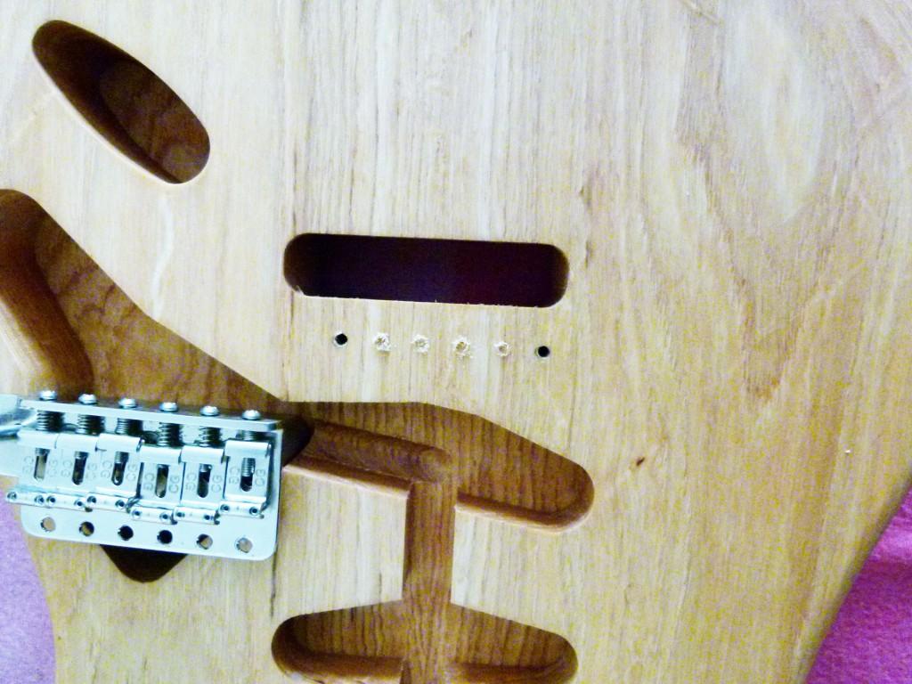 Percement des trous de vibrato d'une Stratocaster