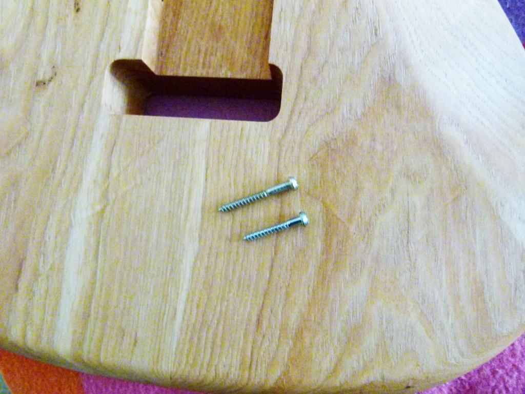 Deux types de vis pour vibrato de Stratocaster