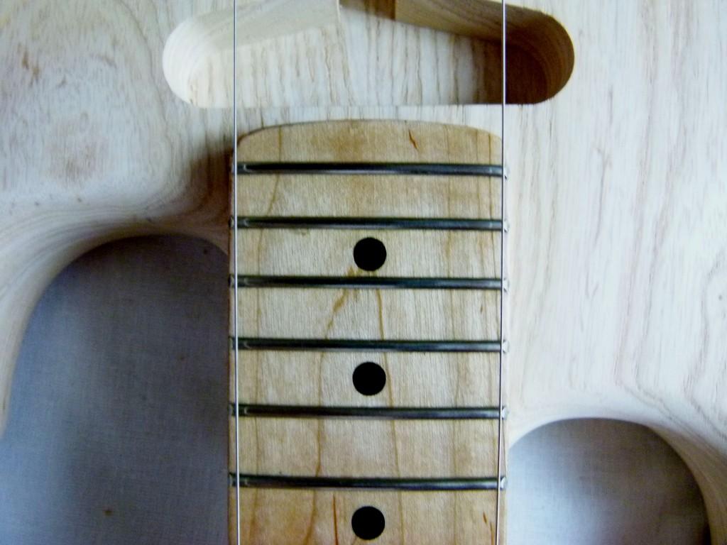 Fixation d'un manche de Stratocaster