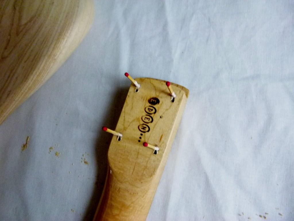 Rebouchage des trous de fixation d'un manche de Stratocaster