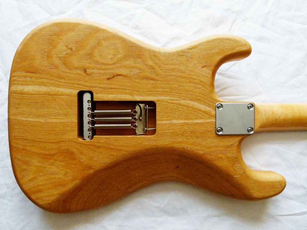 Installation d'un vibrato sur une STratocaster