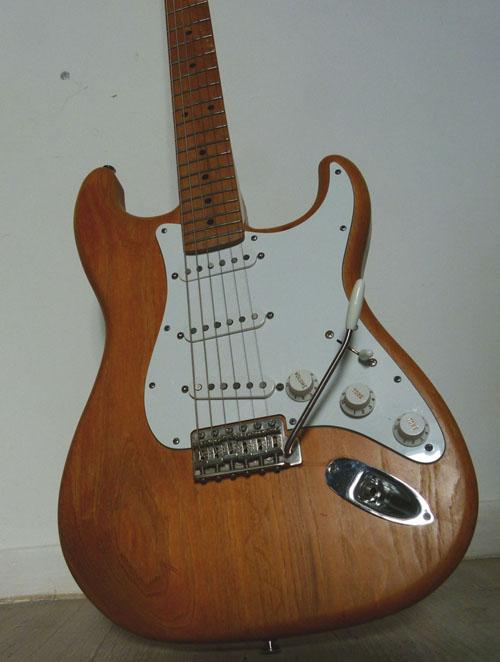 Plan large de ma Stratocaster Custom assemblée il y a maintenant sept ans